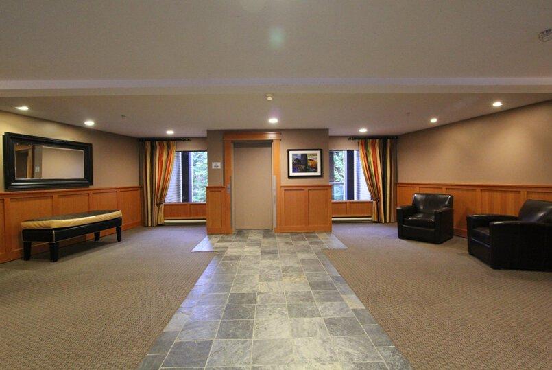 Powderhorn-lobby