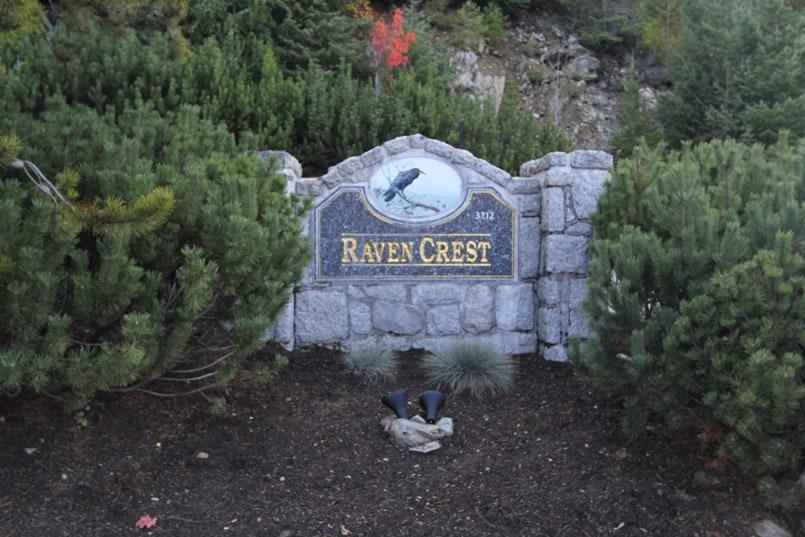 Ravencrest-sign